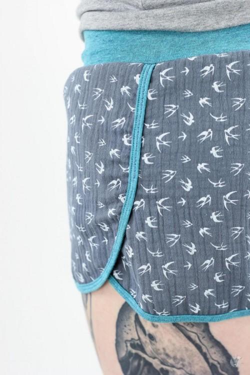 kurze Musselin-Hose grau mit Vögeln, petrol melierte Jerseybündchen