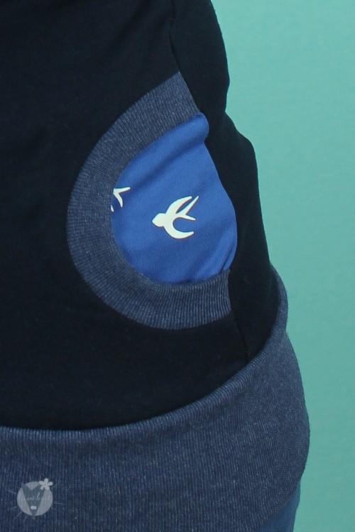 Kapuzenpulli marine mit Zugvögeln auf taubenblau