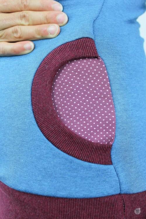 Kapuzenpulli blau meliert mit Punkten auf beere