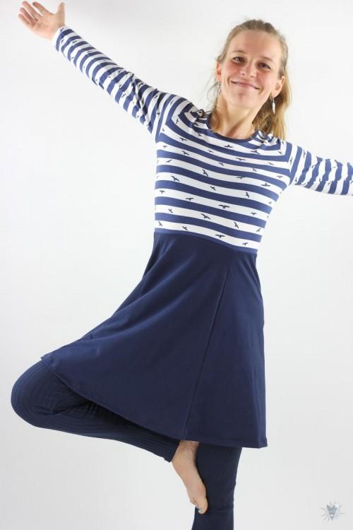 Skaterkleid mit langen Ärmeln, blau-weiß gestreift mit Vögeln