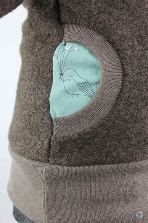 Wollpulli mit Kapuze, braun mit Wintervögeln