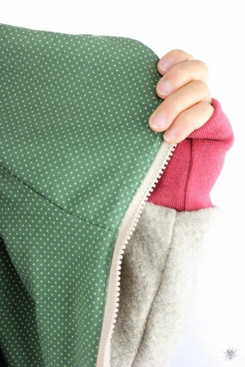 Wolljacke beige mit grünen Punkten
