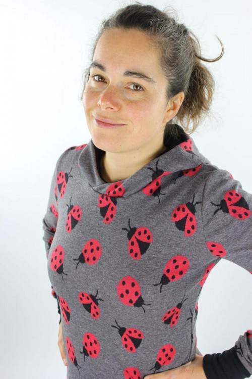 Damen-Kapuzenpulli aus leichtem Baumwollstrick anthrazit mit Marienkäfern