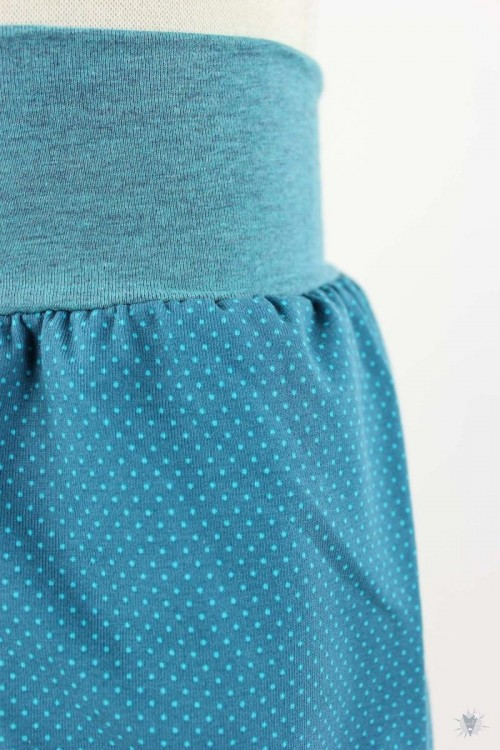 kurze Hose für Kinder mit Punkten auf petrol