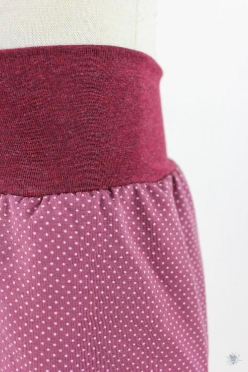 kurze Hose für Kinder mit Punkten auf beere