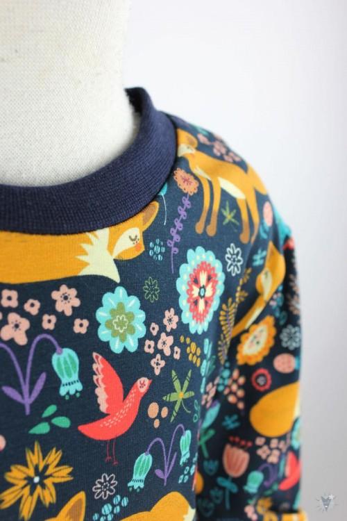 Kinder-Schlafanzug mit Blumenfüchsen auf marine