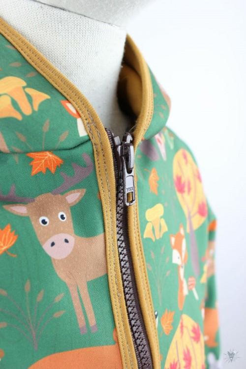 Kinder-Softshelljacke mit Waldtieren, grün, ocker
