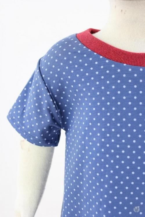 Kinder-Jerseykleid mit hellblauen Punkten auf blau 110/116