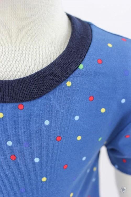 Kinder-Jerseykleid mit bunten Punkten auf blau
