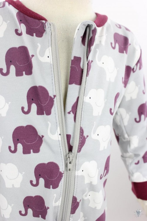 Strampelanzug mit Elefanten auf hellgrau