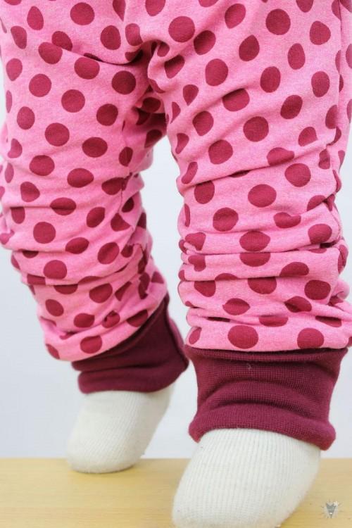 Strampler zum Wenden mit Punkten auf pink