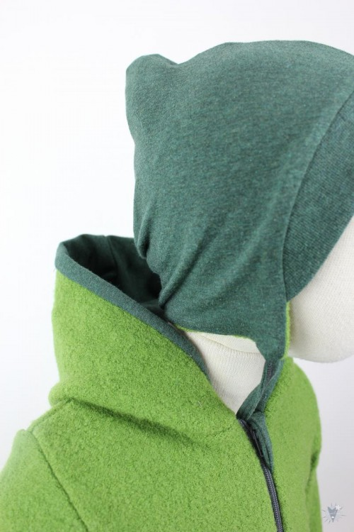 Kinder-Wollanzug grün mit dunkelgrün, wächst mit