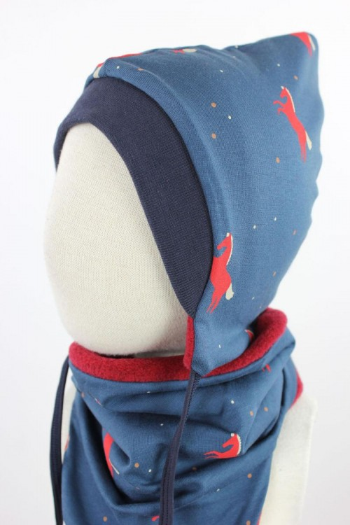 Kinder-Fleecemütze zum Wenden rot melierten mit Pferden auf blau