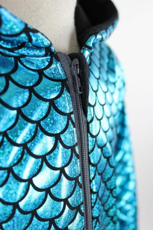 glitzernder Fischschuppen-Anzug in blau oder pink