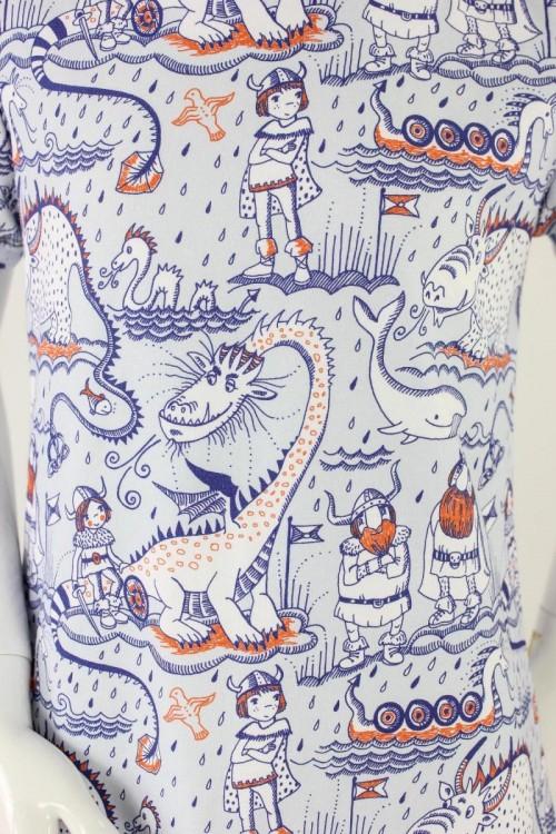 Kinder-Shirtkleid hellblau mit Wikingern und Drachen BIO-STOFFE
