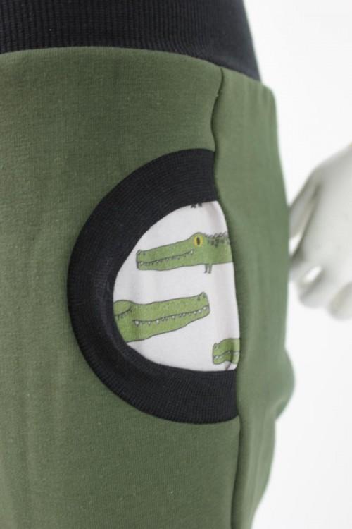Tobehose für Kinder olivgrün mit Krokodilen