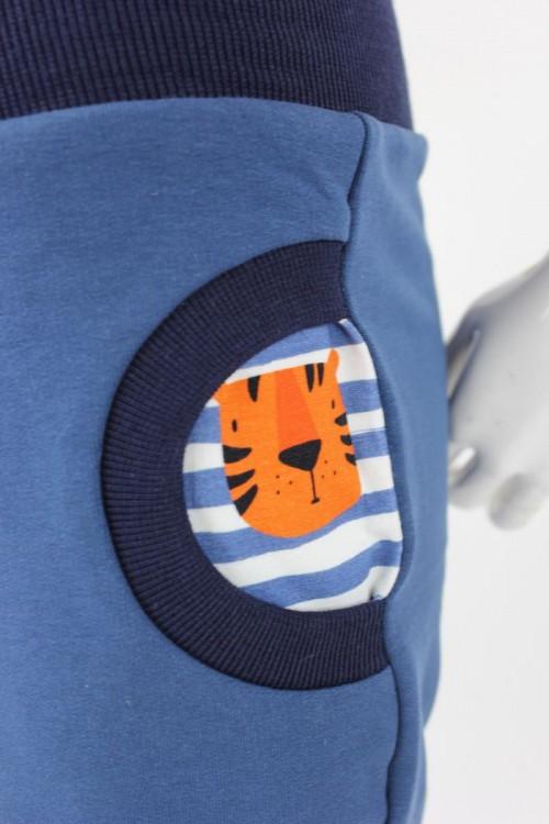 Tobehose für Kinder taubenblau mit Tigern auf Streifen