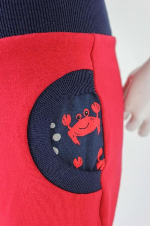 Tobehose für Kinder rot mit Krebsen