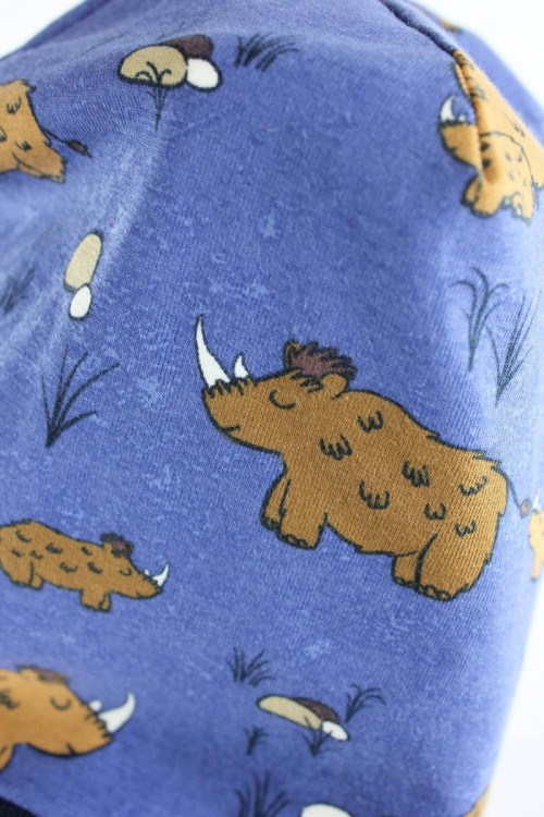 Beanie zum Wenden mit Wollnashörnern blau und gelb