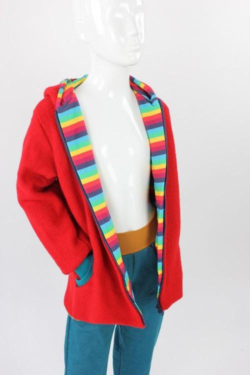 Kinder-Wolljacke rot mit Regenbogenstreifen