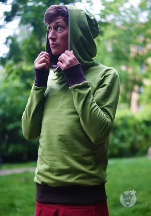 Kapuzenpulli hellgrün; braun gestreift