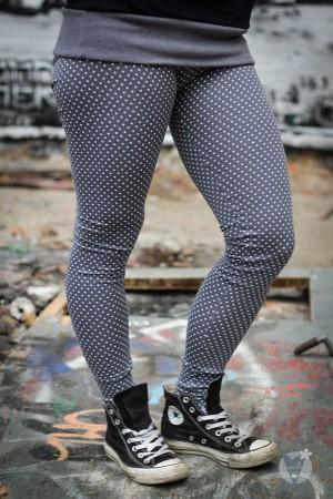 Leggings grau; weiße Punkte