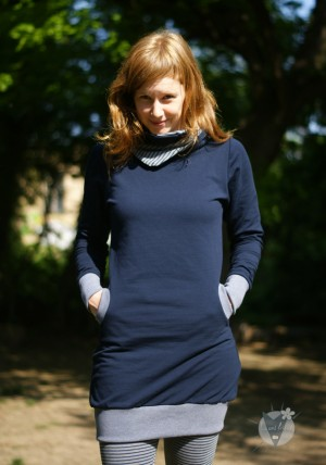 Pullikleid marine; grau-blau gestreift