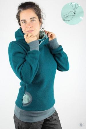 Wollpulli mit Kapuze, smaragd mit Wintervögeln