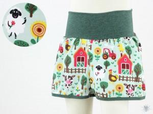 kurze Hose für Kinder mit grüner Farm