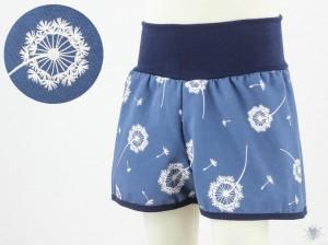 kurze Hose für Kinder mit Pusteblumen auf hellblau