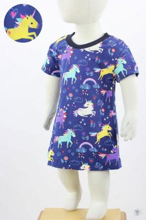 Kinder-Jerseykleid mit Einhörnern auf blau