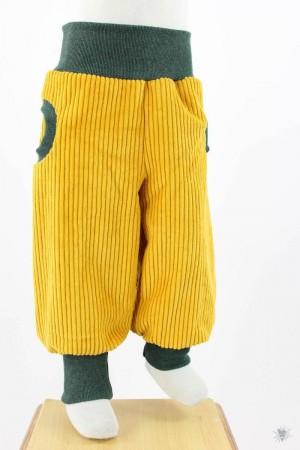 gelbe Breitcord-Tobehose mit dunkelgrün melierten Bündchen
