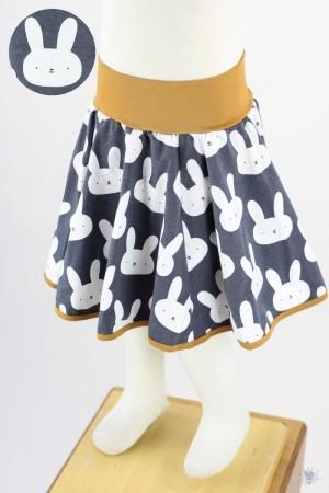 Kinder-Tellerrock mit Hasen auf anthrazit