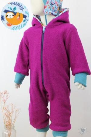Kinder-Wollanzug pink mit Faultieren, wächst mit