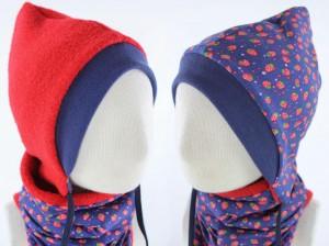 Kinder-Wollmütze zum Wenden rot mit Erdbeeren auf blau