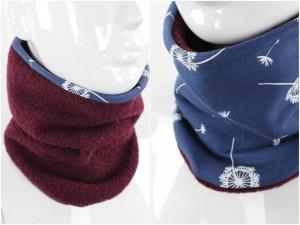 Wollschlupfschal zum Wenden beere mit Pusteblumen auf blau