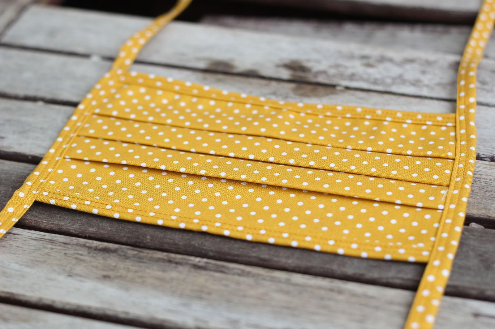 Mundbedeckung Mund-Nasen-Maske waschbar gepunktet gelb