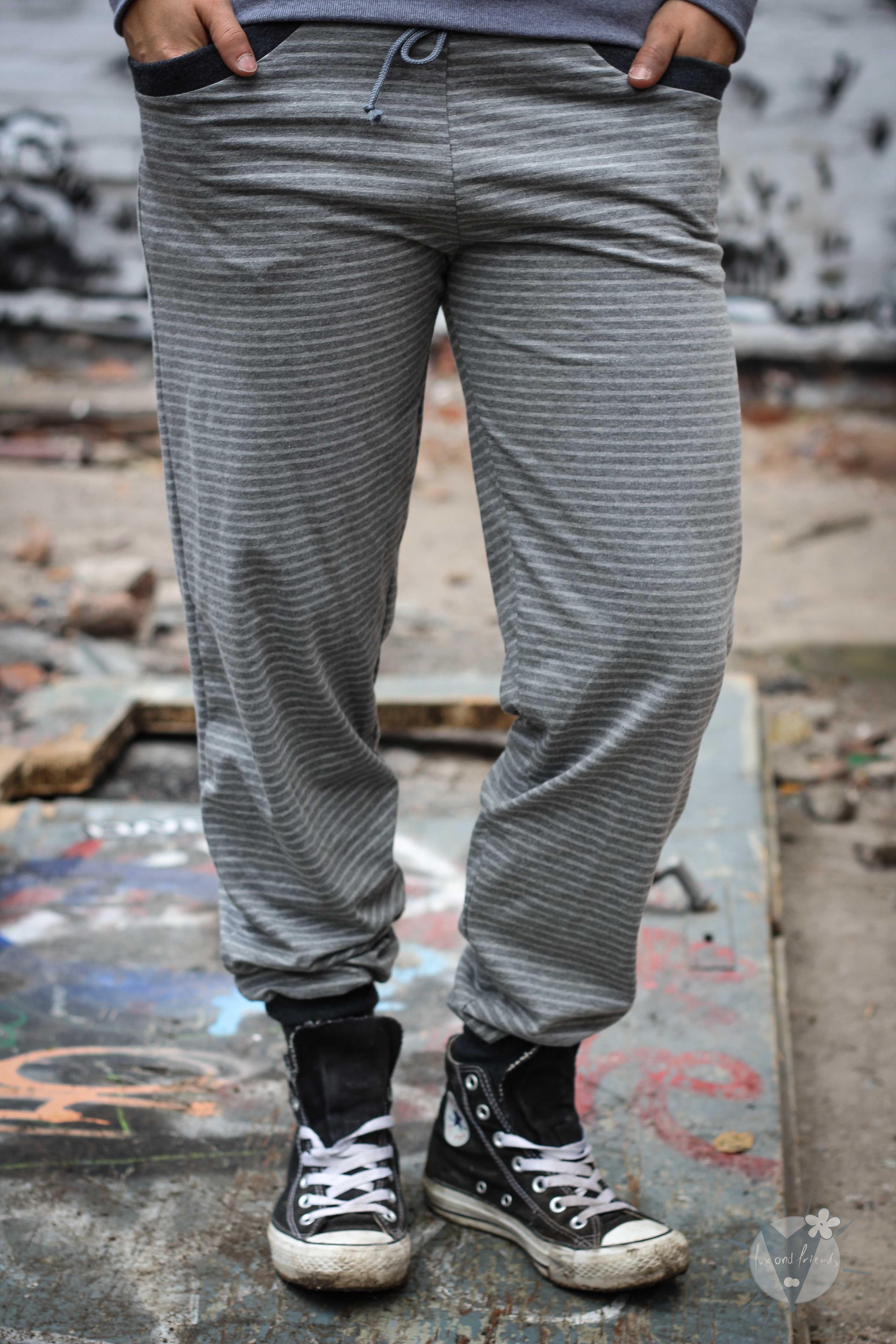 Jogginghose graue Streifen