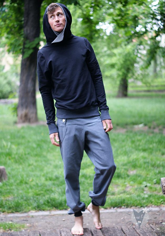 Kapuzenpulli schwarz; grau gestreift
