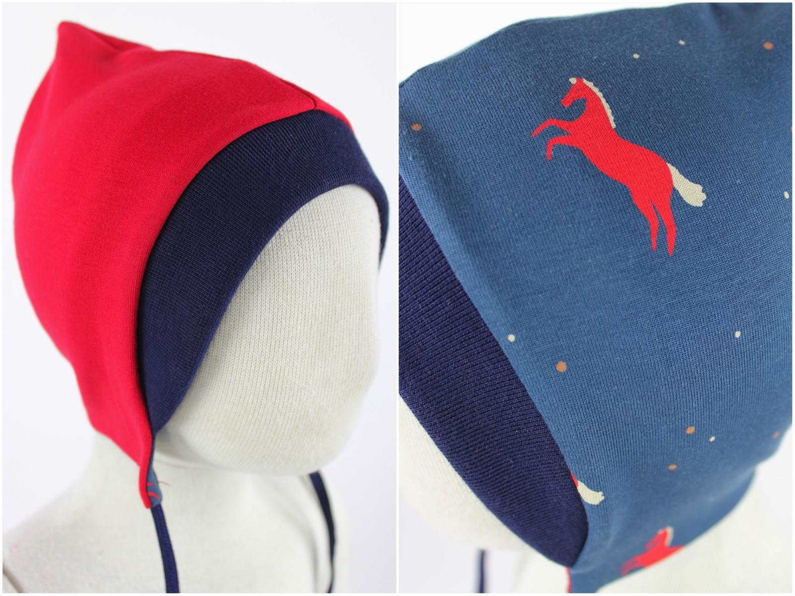 Sweatmütze zum Wenden rot / Pferde blau